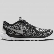 Damen & Herren - Nike Free 5.0 Print (GS) Schwarz Metallisch Silber Weiß