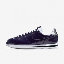 Nike Cortez Basic Premium QS Trainer - Tinte/Weiß/Metallisches Silber